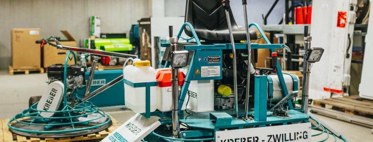 Aufsitzglättemaschine Randglätter Einstreuwagen im Mietservice von Stelter Bautechnik
